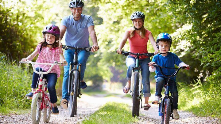Faire du vélo en famille pour maintenir la forme de tous