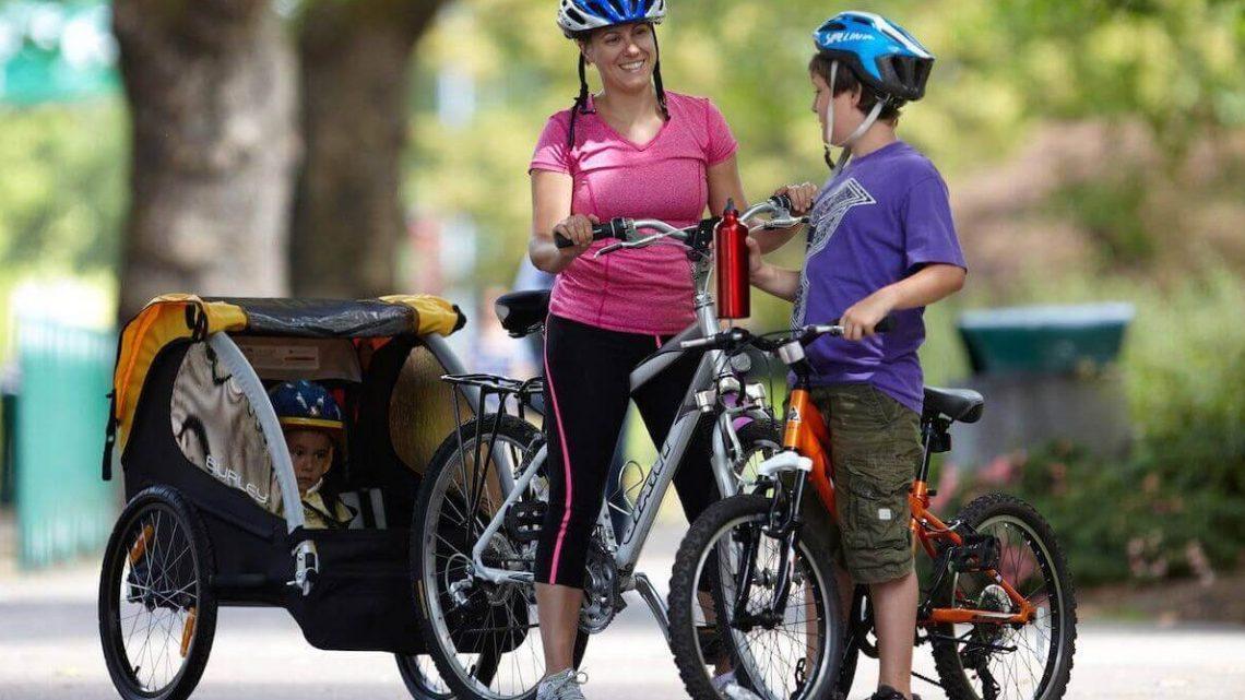 Remorque vélo, une solution pour continuer ses séances de vélo avec bébé